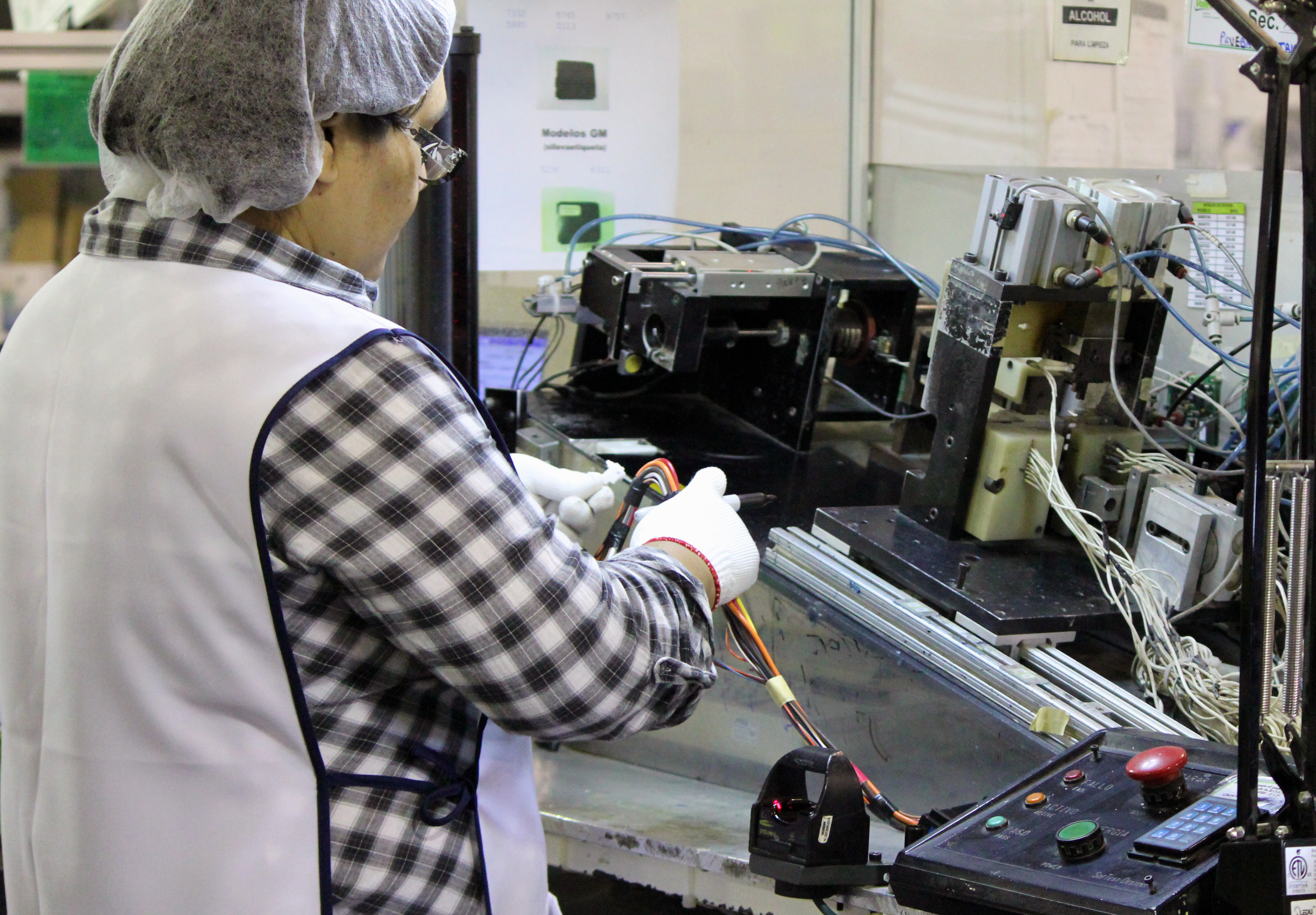 Electronic Assembly Service : Electronic assembly amanufacturing